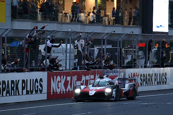 chequered flag in the TS050 HYBRID #7