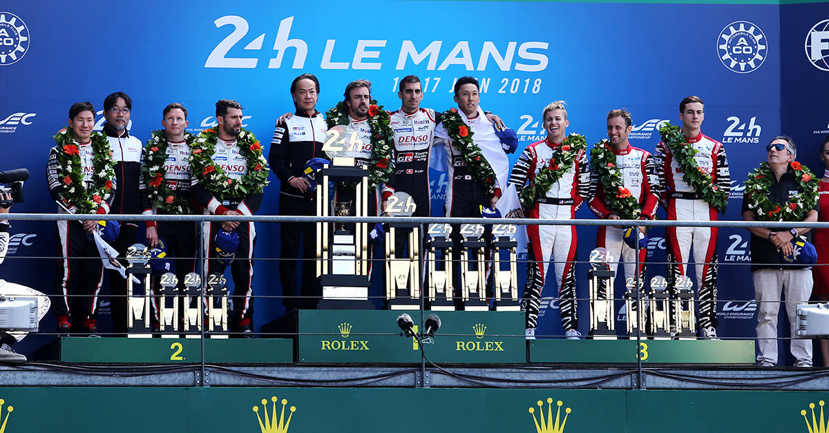 ル・マンの表彰台の頂点に登壇したTOYOTA GAZOO Racing WECチーム